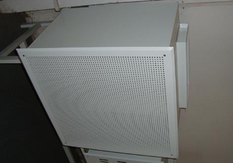 侧送风高效送风口包含箱体,散流板,高效过滤器,手动调节阀四件套,是用于改造和新建1000~300000级洁净室的终端过滤器装置,是满足净化要求的关键设备。