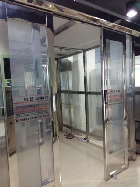 货淋室是货物进入洁净室所必需的通道,它可以减少货物进出洁净室所带来的污染问题。