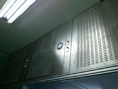 不锈钢层流罩是一种可提供局部洁净环境的空气净化单元