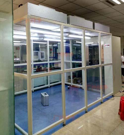 千级洁净棚(简易无尘室)是一种可提供局部高洁净环境的空气净化设备。